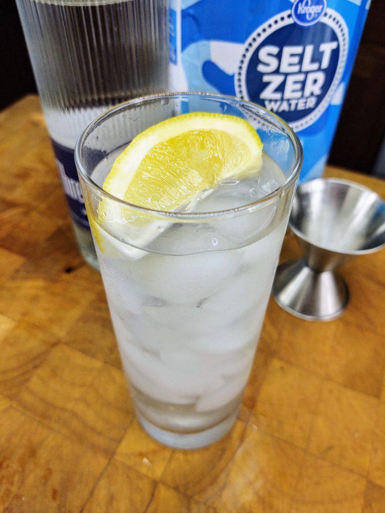 vodka soda with lemon